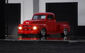 Ford F-1 Fast Red 1951